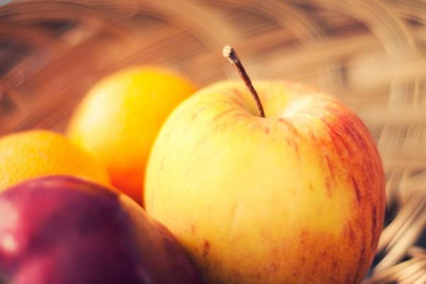 Una manzana y otras frutas