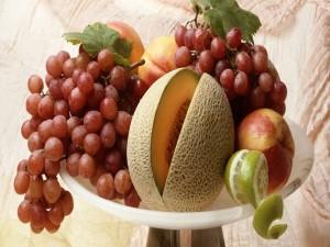 Frutero con varias frutas