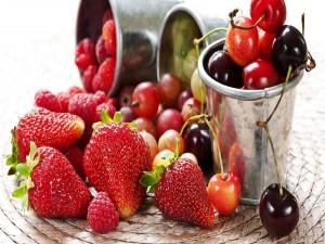 Frutas rojas variadas