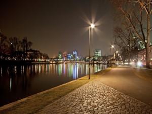 Postal: Noche en la ciudad