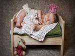 Bebé durmiendo en su camita