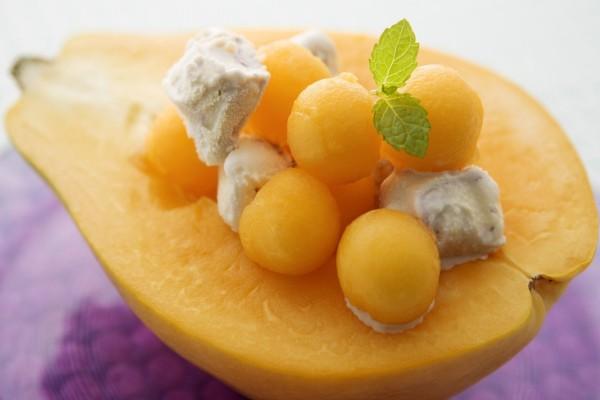 Ensalada de fruta con helado