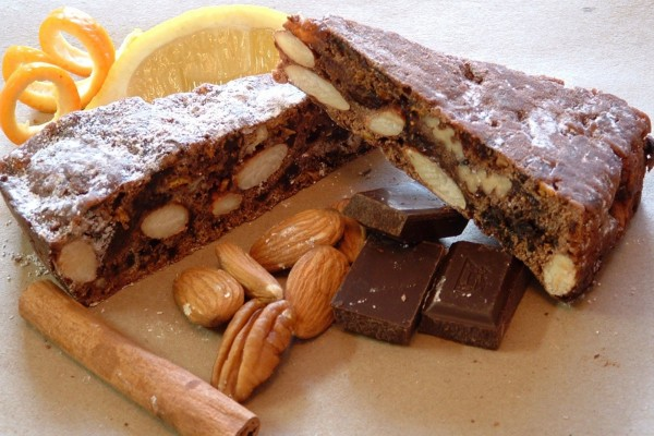 Pastel de frutos secos y chocolate