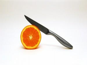 Naranja y cuchillo