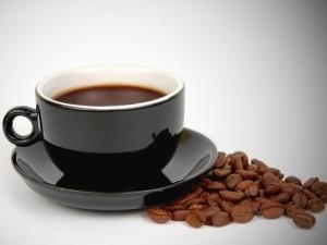 Postal: Taza negra con café