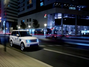Postal: Range Rover, por las calles de la ciudad