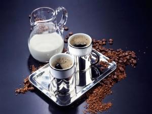Postal: Bandeja con dos tazas de café