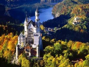 El castillo de Neuschwanstein en otoño