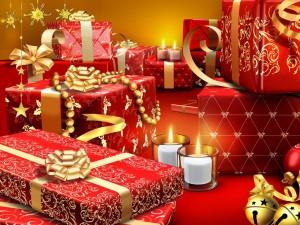 Postal: Regalos con papel rojo y dorado para Navidad