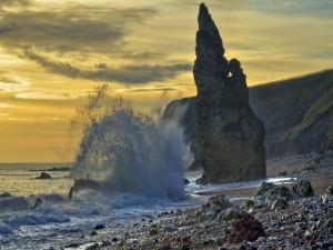 Postal: Olas contra las rocas