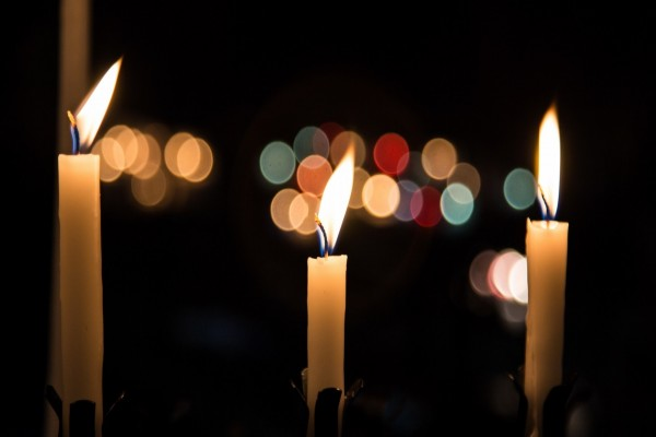 Tres velas encendidas