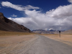 Un camino llano, tranquilo y hermoso