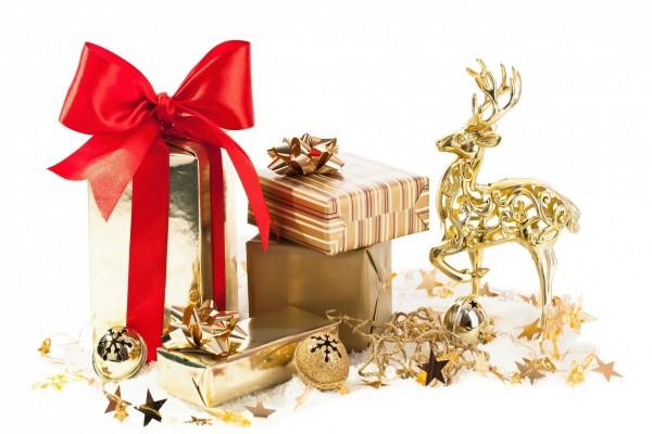 Adornos dorados para Navidad