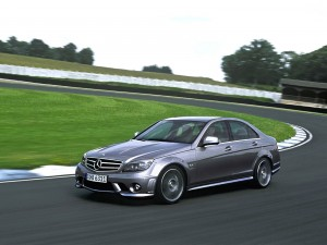 Postal: Mercedes en un circuito de pruebas
