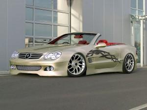 Coche Mercedes con un bonito dibujo