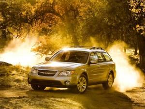 Subaru Outback, iluminado por el sol
