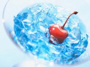 Cereza con hielo azul