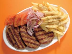 Carne de hamburguesa con patatas