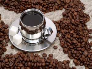Postal: Taza plateada con café