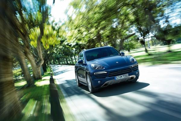 Porsche Cayenne, en movimiento en una carretera