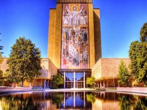 Biblioteca Theodore Hesburgh, en la Universidad de Notre Dame (Indiana)