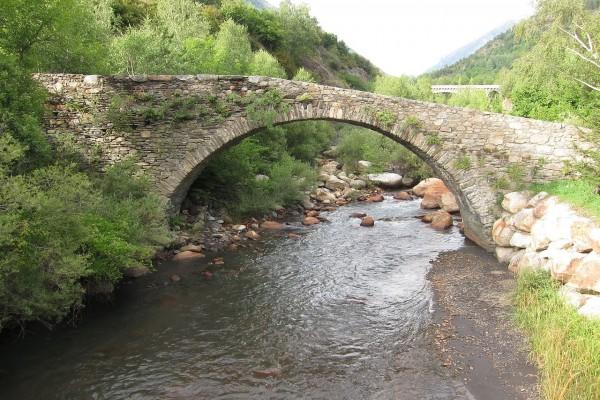 Puente sobre el rio Eresa