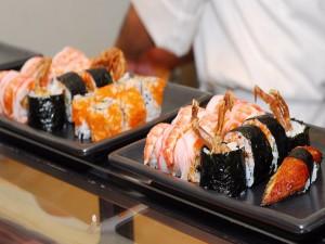 Postal: Platos con comida japonesa