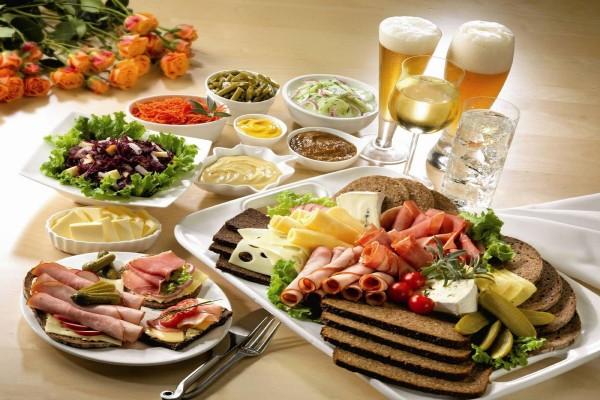 Ingredientes para un buffet y bebidas