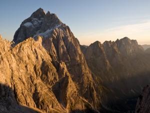 Postal: Montañas tocando el cielo