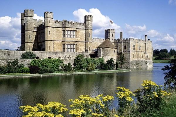 Castillo de Leeds y el río Led, en Kent (Inglaterra)