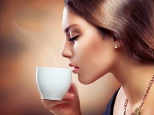 Postal: Tomando una humeante taza de café