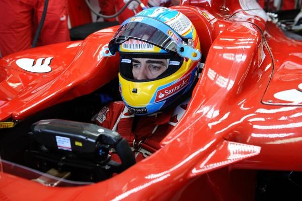 Fernando Alonso concentrado antes de la carrera