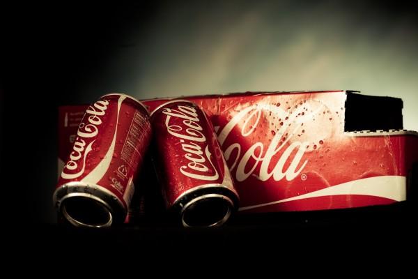 Dos latas de Coca-Cola