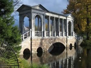 Postal: Puente de mármol en Catalina Park, ciudad de Pushkin