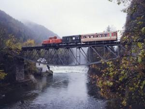 Postal: Tren atravesando un puente
