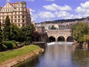 Puente de piedra cubierto