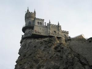 Castillo al filo de la roca