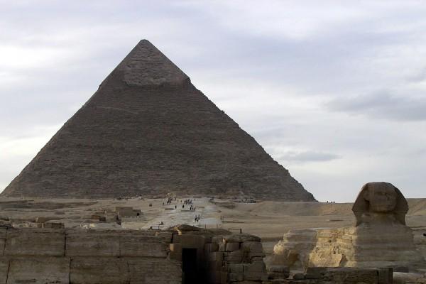 La Gran Esfinge de Giza y la Pirámide de Kefrén