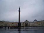 La Columna de Alejandro, en la Plaza del Palacio (San Petersburgo)
