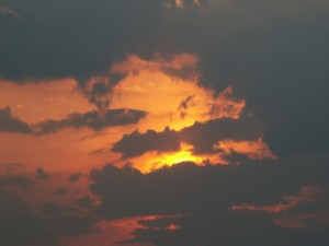 Postal: Las nubes negras tapan el sol