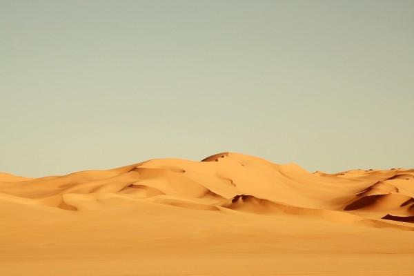 Montañas de arena en el desierto