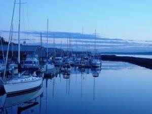 Barcos en un mar en calma