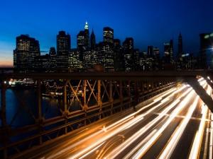 Postal: Luces de los coches en la carretera
