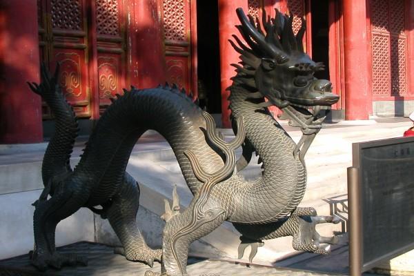 Estatua de un dragón chino
