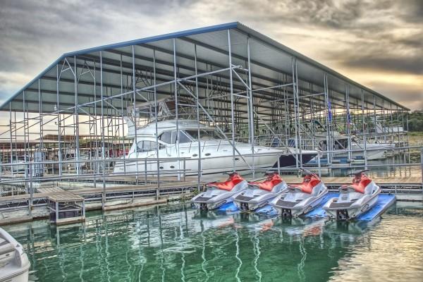 Barcos y motos de agua