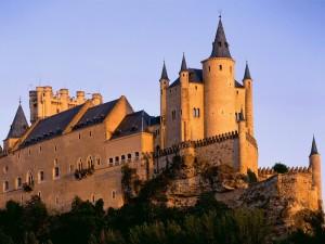 Postal: El sol ilumina el Alcázar de Segovia