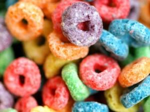 Postal: Cereales de colores para el desayuno