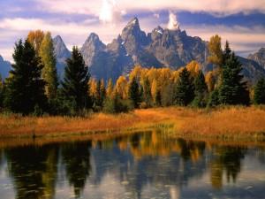 Postal: Otoño cerca de las montañas