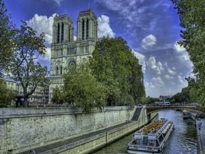 Postal: Río Sena a su paso por Notre Dame