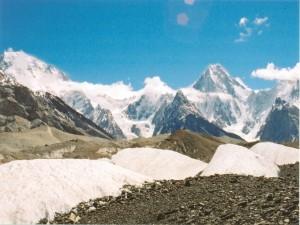 Broad Peak (izquierda) y el Gasherbrum IV del Glaciar Baltoro